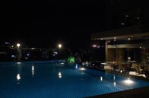 Eden Hotel, pool på taget - BBQ night