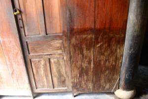 Skader fra oversvømmelse inde i et hus