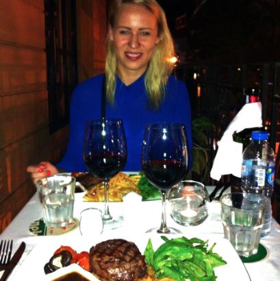 Steaks og rødvin på Jaspas